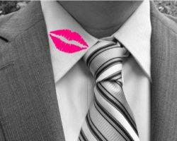 lipstick-mark-collar